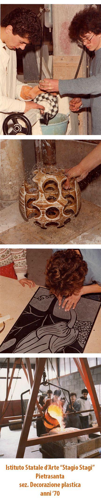 """Allievi nei laboratori della sez. Decorazione plastica, anni '70. Istituto Statale d'Arte """"Stagio Stagi"""" Pietrasanta (Lu)."""