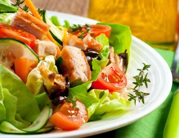 Dicas GuiaMais - Salada com Frango http://dicas.guiamais.com.br/2012/03/22/salada-da-boa/#