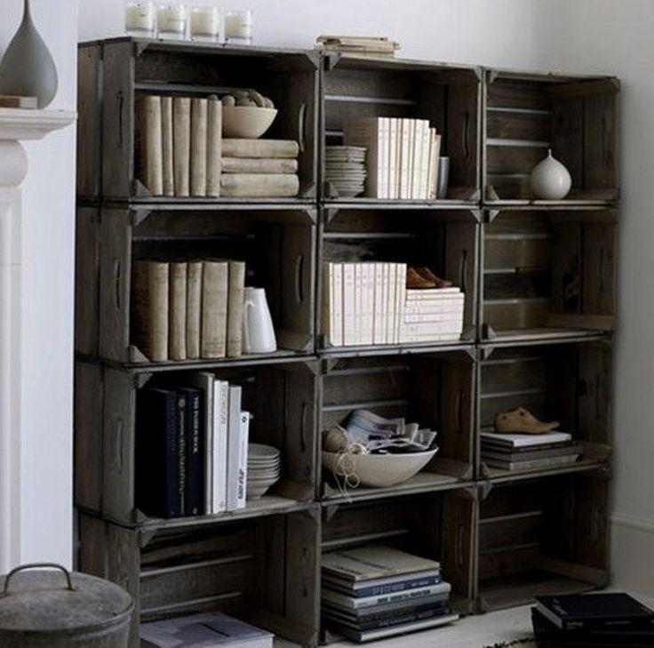 bibliothèque en caisses en bois noirci: dée super tendance