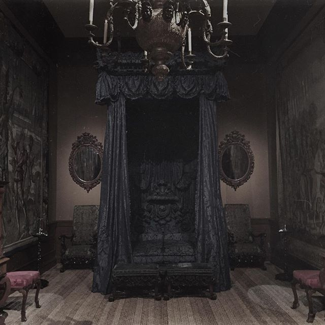 Best 25+ Gothic home ideas on Pinterest | Gothic home ...
