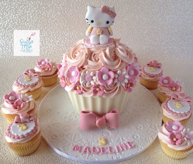 Giant Cupcake/Hello Kitty/ Sophia Mya Cupcakes