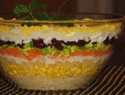 Królewska sałatka - warstwowa z ananasem - Przepisy kulinarne - Sprawdzone i smaczne