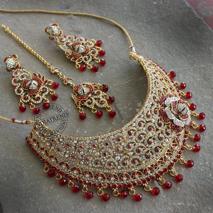 Dripan Necklace + Tikka + erarings  by Indiatrend. Shop Now at WWW.INDIATRENDSHOP.COM