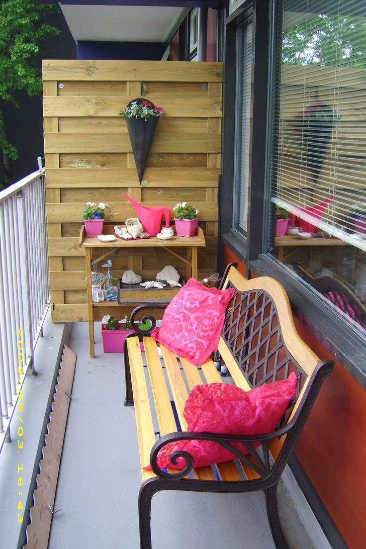 smal klein balkon. gezellig, rose,