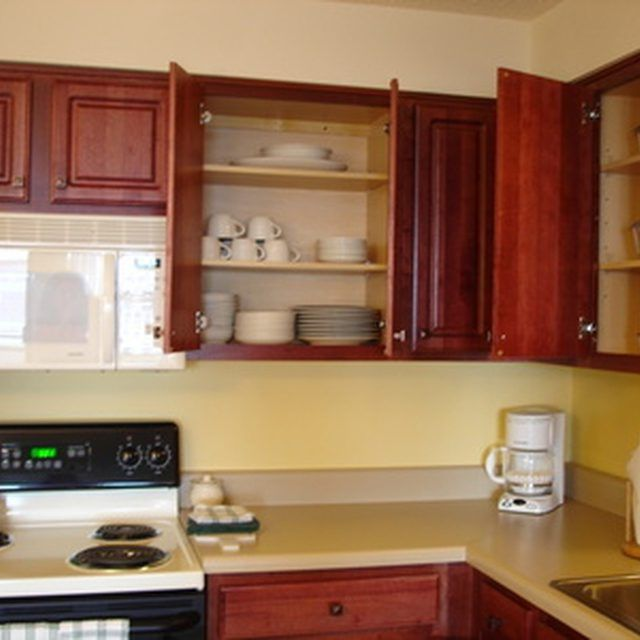 How Do I Clean Yucky Greasy Kitchen Cabinets?