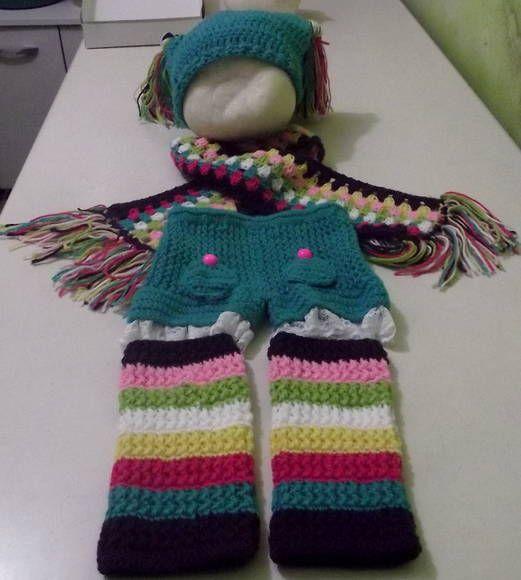 Conjunto confeccionado em crochê em fio próprio para bebê. composto - gorro,cachecol,polainas,shorts detalhes -  rendas e botões cor - azul turquesa,pink,roxo,amarelo,verde e branco tamanho - 1 ano  frete por conta do comprador. R$ 99,00