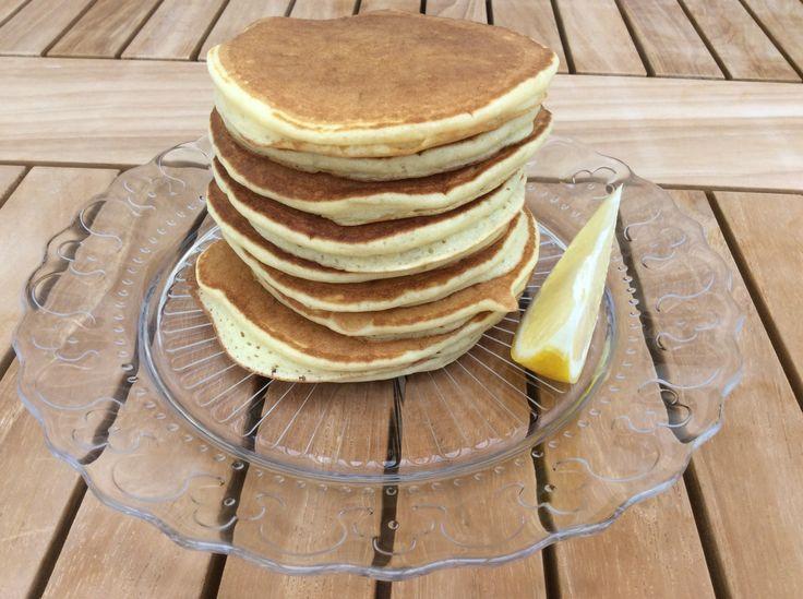 Bon si vous connaissez un peu le blog, vous savez que j'adore les pancakes au petit-déjeuner! Cet été (oui, je sais, ça date!) je suis tombée sur une recette qui me plaisait bien sur Pinteres…