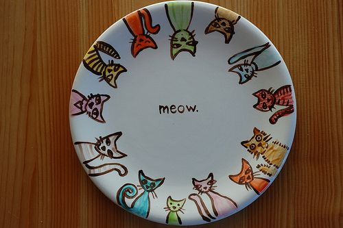 "Seriously...love this plate! I'd want more than one so I could hang them up. Oh, maybe have one with dogs that says ""woof."" Too cute!  =3"