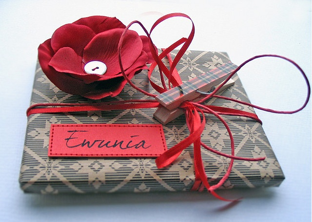 Beautiful wrapping job, and pinned with a clothespin, very cute