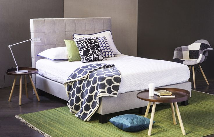 "#Cama tapizada ""Vital"", estructura de madera forrada en espuma, tapiz gris calido. Respaldo en MDF forrado en espuma tapiz gris claro"