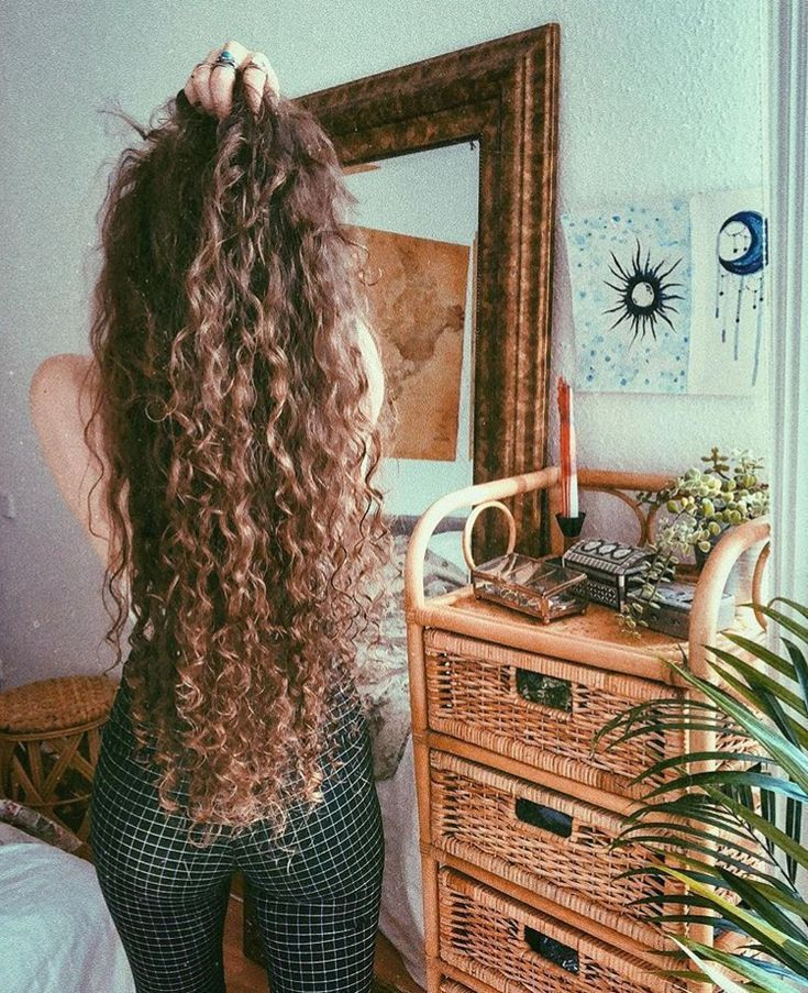 Yikes on the pants, but the hair is very beautiful! I don't think mine could g... #Beautiful #could #pants #think #yikes