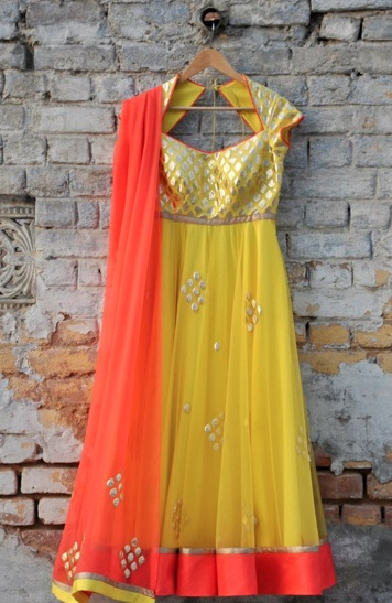 Amrita Thakur. Yellow chiffon anarkali with orange chuni and gold work. Love the key hole back :) #heartstrings
