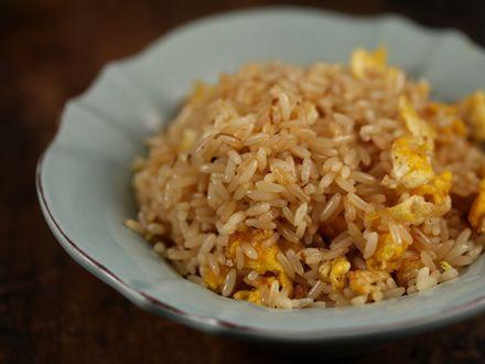 Orez prajit in stil japonez 100 gr orez cu bob lung, 1 ou mic, 2 linguri legum...