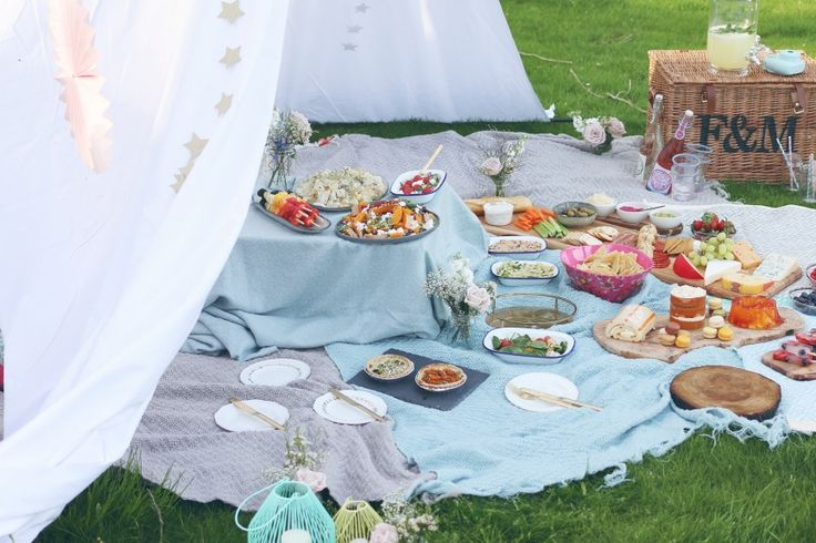 Zoella | Picnic Party