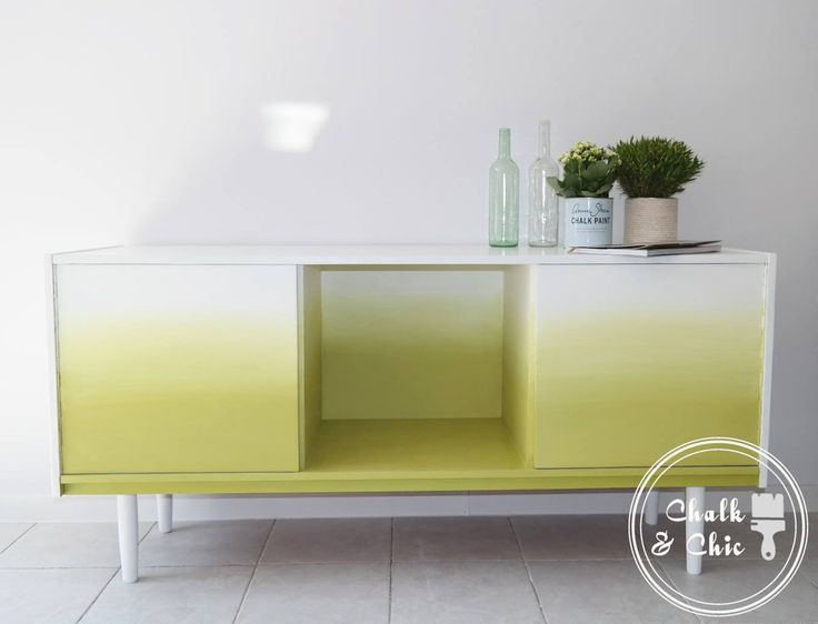 Annie Sloan Stockists, Chalk and Chic in Lublin, Poland created a gorgeous ombre effect on a cool, mid-century modern cabinet, using Chalk Paint®. They mixed a little Antibes Green with English Yellow to create a lime color, and added Pure White as they went along to create a gradual blend from lime to white.