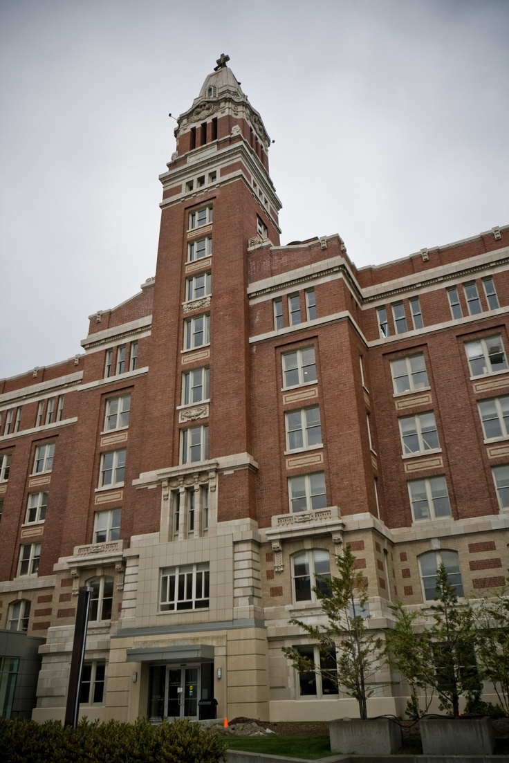 Providence Hospital, Seattle.  Where my younger sister and brother and myself debuted.  And across the street from where I worked after graduating from college.  Working in a doctors' office.  (Double art major - what else was there?)