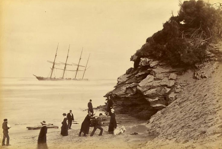 حطام السفينة جورج روبر، عند رأس لونسديل. أستراليا، 1883.  🌎──────────── Wreck of the ship George Roper in Point Lonsdale. Australia, 1883.