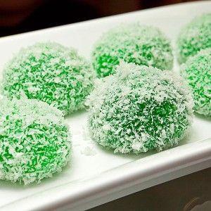 Klepon - Indonesian Sweet Coconut Cake