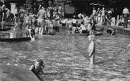 Welwyn Garden City Official Guide (1950) The Paddling Pool