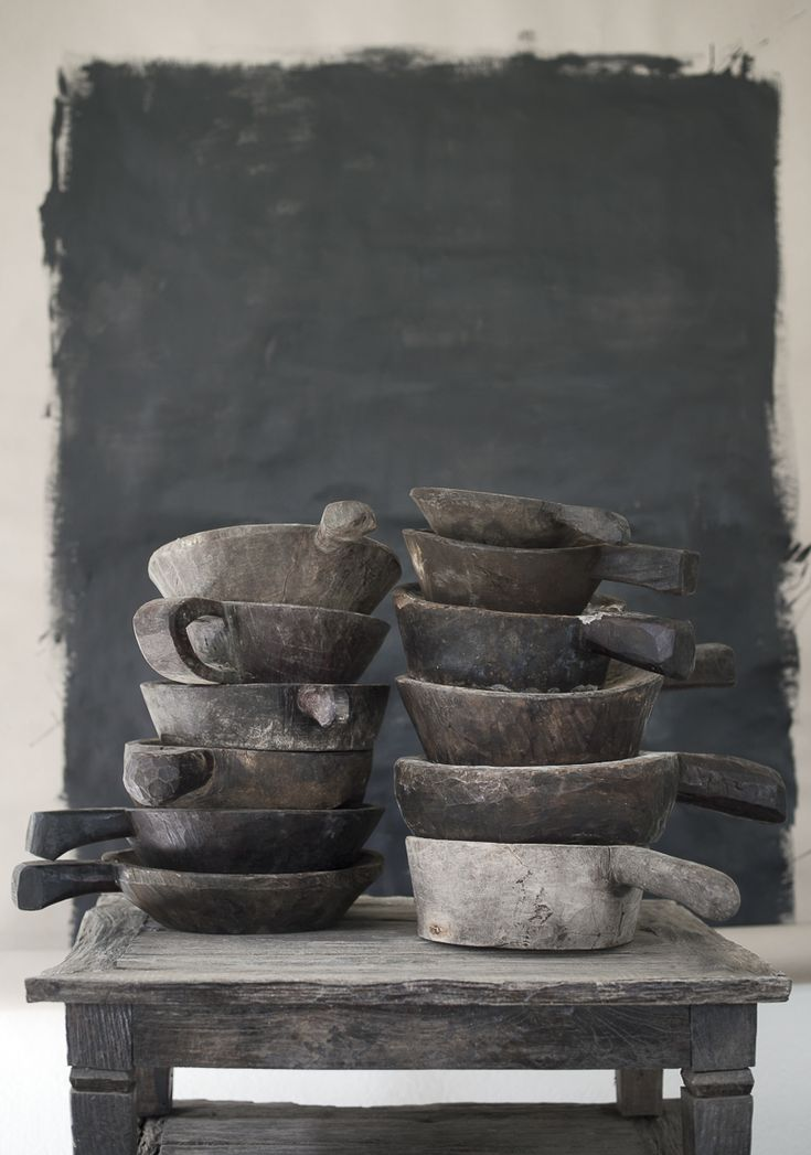 ☆Old wooden bowls that have been used as a chili mortars in the Indonesian homes.