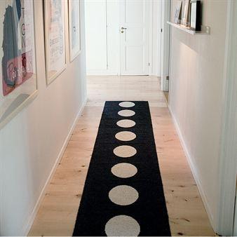 Vera rug black - 150 cm - Pappelina, $101