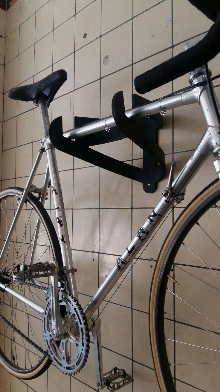 Design Joris de Groot ophangbeugel racefiets ophangsysteem verkrijgbaar bij de Waalse pijl arnhem vintage racefietsen