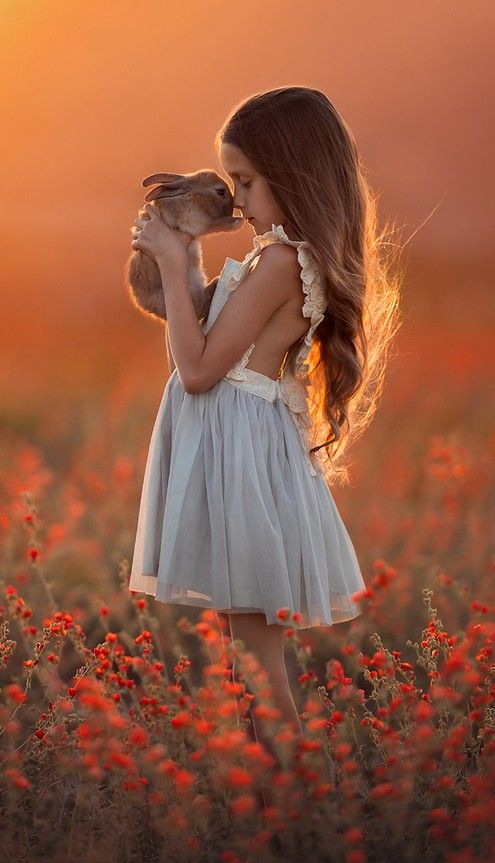 A Furry Friend (detail) - Photography by Lisa Holloway