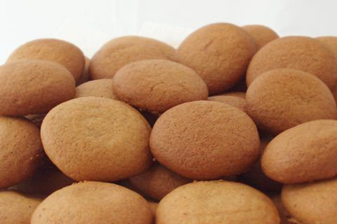 Gemmerkoekies (ginger nuts) are made from a soft dough, rolled into little balls, resulting in gemmerkoekies that are soft and chewy on the inside and crispy outside.