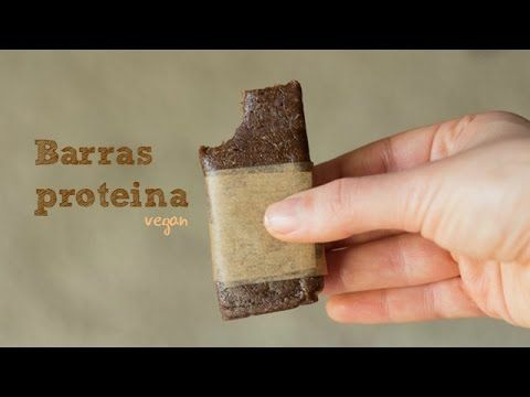 Receita de barras de proteina (vegan) Receita completa | full recipe: http://wp.me/p5ffE2-1PI Ingredientes: ⅓ Cup (50grs) de amêndoas 1 C. sopa de pasta de a...