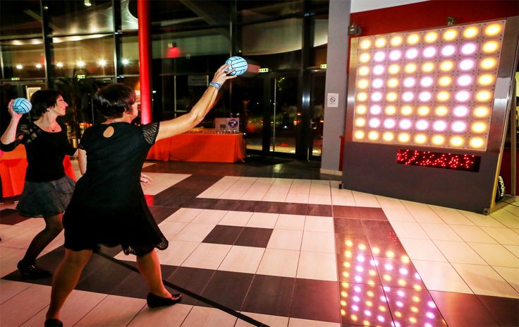 Sport Gaming : Un mur de leds tactiles proposant de nombreux programmes tous publics. Une simple touche sur la partie allumée permet de l'éteindre, pour cela main, balles, ballons, gants de boxe... Tout est permis pour être le plus rapide !