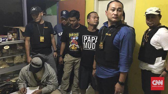 http://bataranews.com/2016/12/23/detik-detik-penangkapan-ranu-muda-berdasarkan-kesaksian-sang-istri/