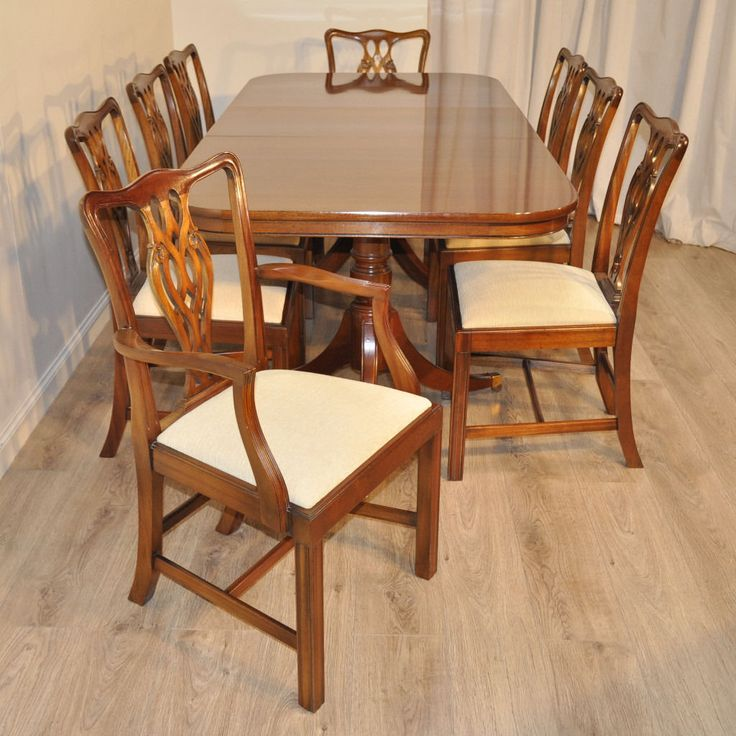 High Quality Vintage Mahogany Extending Dining Table 8 Chippendale Chairs