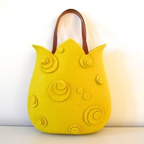 ちゅーりっぷバッグ Tulip Bag...(this bag is made of Mary-Roh felt wool material. Bag is sold out on site, but looks like one could be made of felt for young girls easily enough...kj)