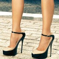 Black and nude pumps....WANT!!!!