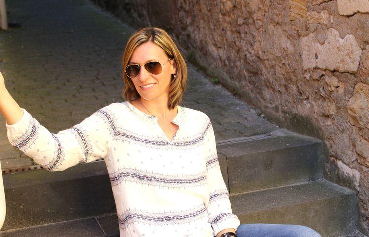 Ein lockeres Mama-Outfit, #muddistyle, locker und leicht, Skinnyjeans mit luftiger Tunika im angesagten Ethnostil von Esprit, kombiniert mit Wedges, http://lifestylemommy.de/fashion-ein-neuer-muddistyle-mama-outfit-mit-bluse-im-ethno-look/