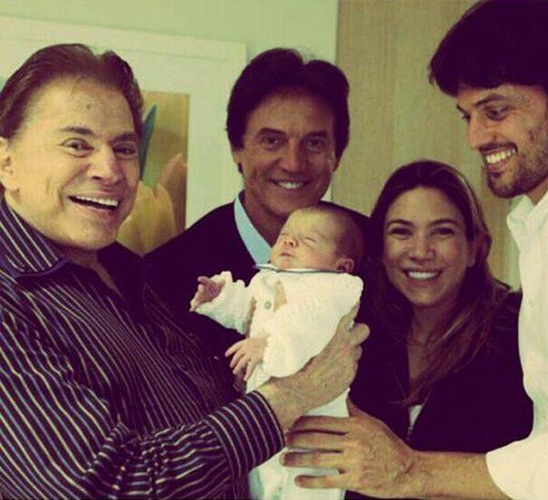 Silvio Santos é melhor avô do que pai, declara Patrícia Abravanel - http://popzone.tv/silvio-santos-e-melhor-avo-do-que-pai-declara-patricia-abravanel/