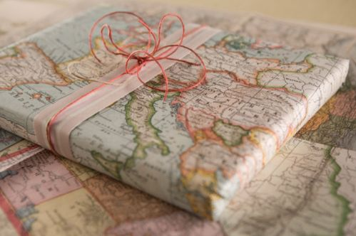 map gift wrap.