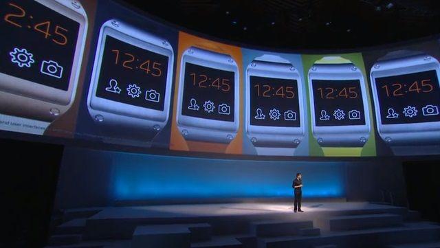 GALAXY Gearは、ざっくり言えばスマートフォンをコンパクトにして腕時計型にしたものです。ホームスクリーンには時計と、カメラや連絡先といった重要なアプリへのショートカットがあります。電話の受発信やSMS、FacebookやTwitterの更新もできます。それら以外にも、1.63インチディスプレイ専用にデザインされたアプリがあります。190万画素カメラが搭載され、写真も動画も撮れます。
