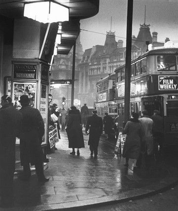 U.K. Charing Cross Road, St. Giles Circus, London,  c. 1935 // Wolfgang Suschitzky