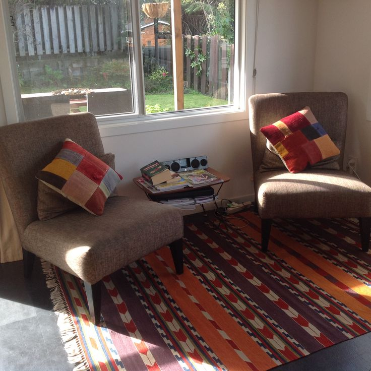 Clever use of a modern kilim in this family room makeover.