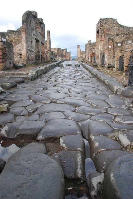 Une route à Pompei (Italie)