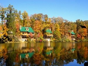 These luxury cabins at Breaks Interstate Park will have you Appalachian Dreamin'! #FallinVA