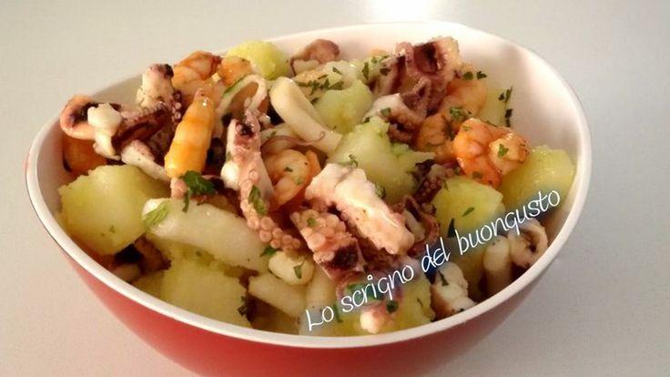 INSALATA DI MARE CON PATATE  CLICCA QUI PER LA RICETTA   http://loscrignodelbuongusto.altervista.org/insalata-di-mare-con-patate/ #insalatadimare #ricette #pesce #venerdi #cucinaitaliana #cucina #antipasto #food #patate #piattounico  #estate #solocosebuone #loscrignodelbuongusto