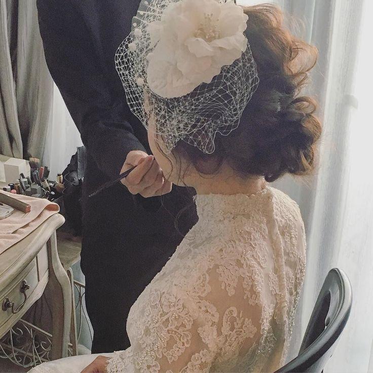 ベールはこちらのショートだったのでお母様からのベールダウンは無しで変わりにリップを塗る感じでした #ブライダルヘアメイク #ウェディングドレス #プレ花嫁 #ブーケ #ドライフラワー by yuu.rire