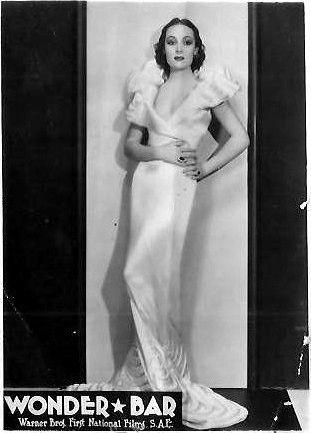 Tarjetas de promoción del vestuario de Del Río para Cabaret trágico.