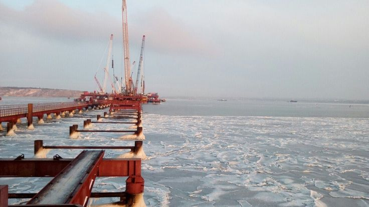 Керченский мост 26.02.2017 | Борьба со льдами в районе крымского моста