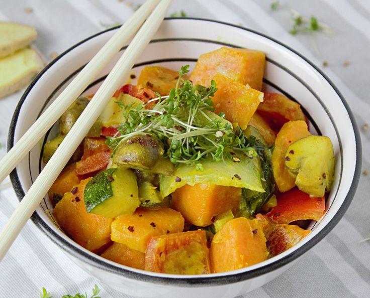 Le couscous est un plat idéal pour les étudiants car il est très économique, sain et cale bien. Cette recette est revisitée selon mes goûts et ce que j'ai dans mon placard, elle ne correspond…