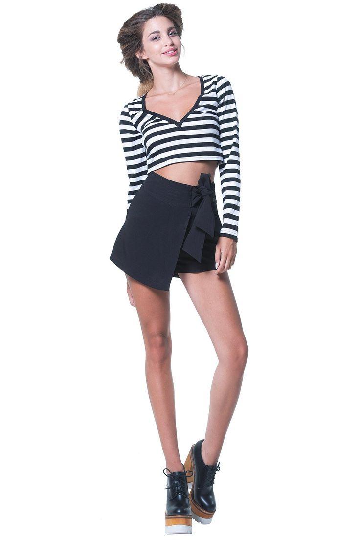 Συνδυάστε την άνεση ενός shorts με τη θηλυκότητα μιας φούστας με το Black Sash Belt Skorts από τη Lavish Alice. Ψηλόμεσο, σε Α γραμμή, με έναν εντυπωσιακό φιόγκο για δέσιμο στο πλάι, αυτό το ζευγάρι skorts συνδυάζεται πανεύκολα με τα πάντα, βγάζοντάς σας πάντα από τη δύσκολη θέση του τι θα φορέσετε σήμερα! Λεπτομέρειες 95% πολυεστέρας 5% spandex. Πλύσιμο μόνο στο χέρι.