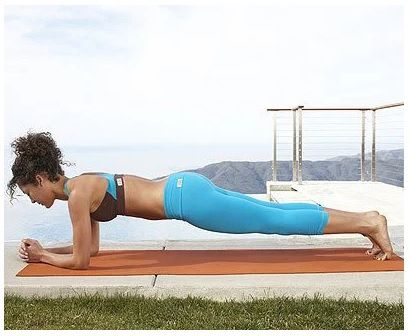 4 jednoduché cvičenia na ploché a pevné brucho, ktoré zvládnete aj sami doma! | Chillin.sk