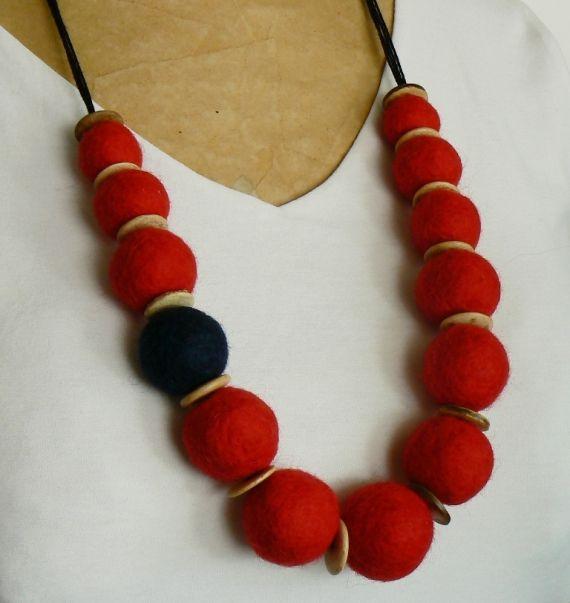Collar de fieltro rojo y algo más - Collares - Bijouterie - 12547
